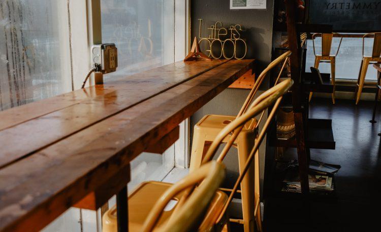 vernis pour meuble en bois